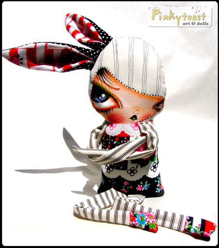 0 fancy bunny in black striped arms pinkytoast doll