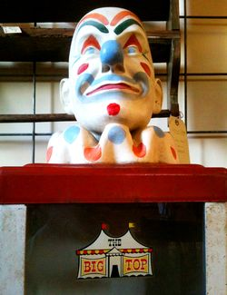 Clown statue pinkytoast blog